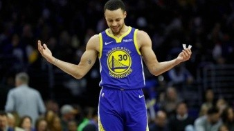 Con 28 puntos de Stephen Curry, Warriors ganan ante Filadelfia
