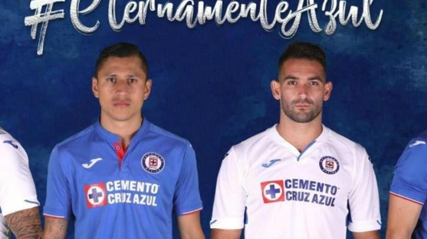 0aa46285d44 VIDEO  Estrena Cruz Azul uniforme Joma  ¿Miguel Layún ya vestía ese diseño