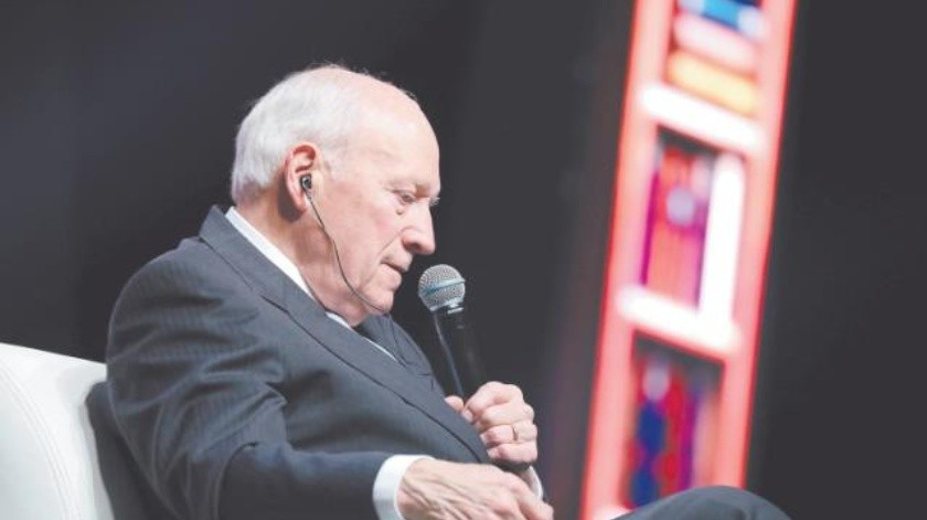 Marca Dick Cheney su distancia del presidente Trump