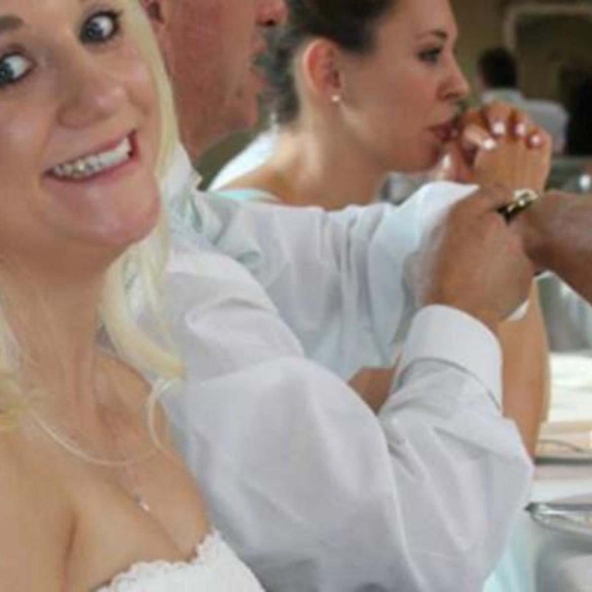 6b51a616c La descripción de este vestido de boda provoca furor