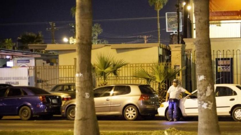 Resultado de imagen para cuida carros en la calle en mexicali