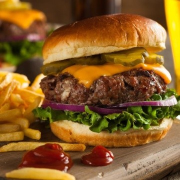Cuantas calorias tiene un hamburguesa de mcdonalds