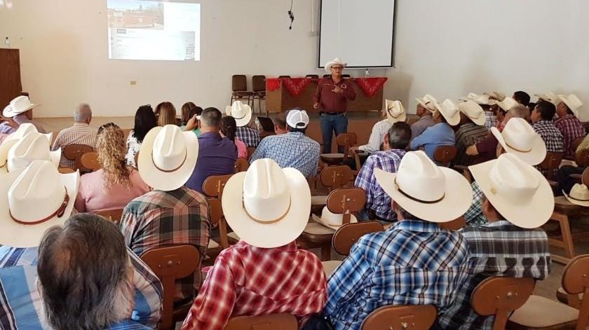 Reunión de pequeños y medianos productores de varias asociaciones ganaderas locales.(ESPECIAL)