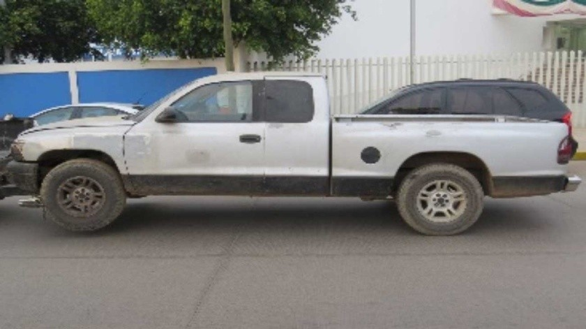 El vehículo recuperado es tipo pick up marca Dodge Dakota, modelo 2002, color gris.(Cortesía)