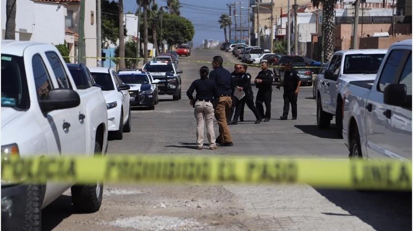 Un hombre y una mujer fueron encontrados sin vida en el interior de su domicilio ubicado en la sección Costa de Oro de Playas de Tijuana hace unos momentos.(Sergio Ortiz)