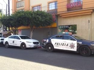 El hotel se localiza sobre la calle Quinta entre Madero y Revolución.