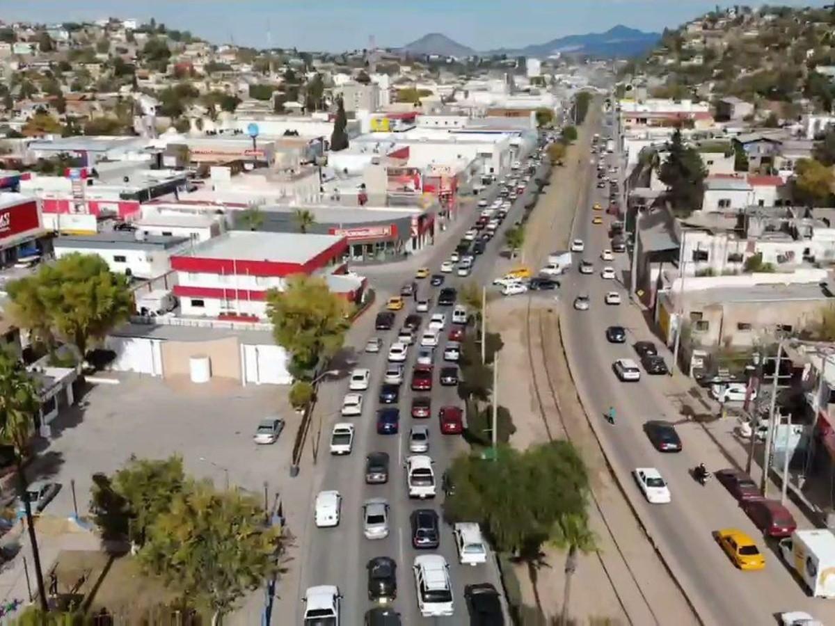 Filas de casi 20 horas para cruzar a EU en puertos fronterizos de Nogales