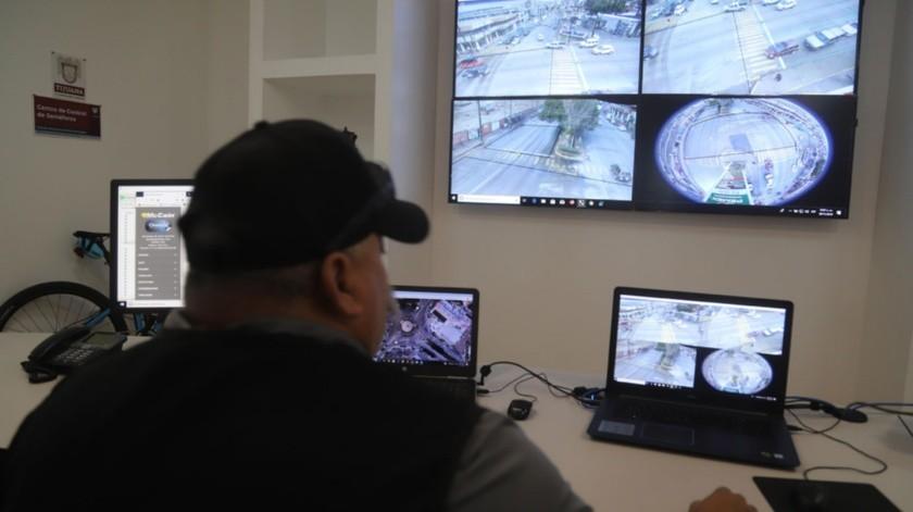 Las autoridades operan un centro de control a través del cual también buscan agilizar la circulación vehicular.