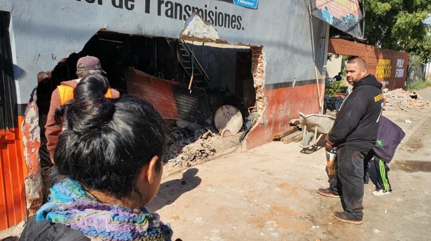 Al lugar llegaron paramédicos de Cruz Roja y Bomberos para apoyar en el accidente.(Julián Ortega)