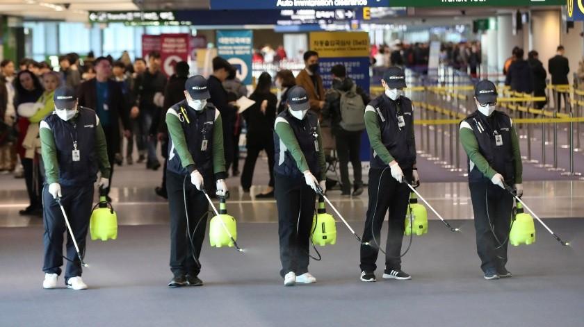 Mientras el aeropuerto de Hermosillo opera con normalidad, en otros lugares como Incheon, Corea del Sur, aplican medidas preventivas.(AP)