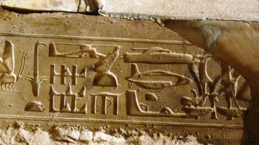 Una popular teoría asegura que unos jeroglíficos en Abidos, Egipto, muestran un helicóptero, un submarino, un avión y hasta un platillo volador, pero ¿Todo esto es verdad?(Olek95/Wikimedia Commons)