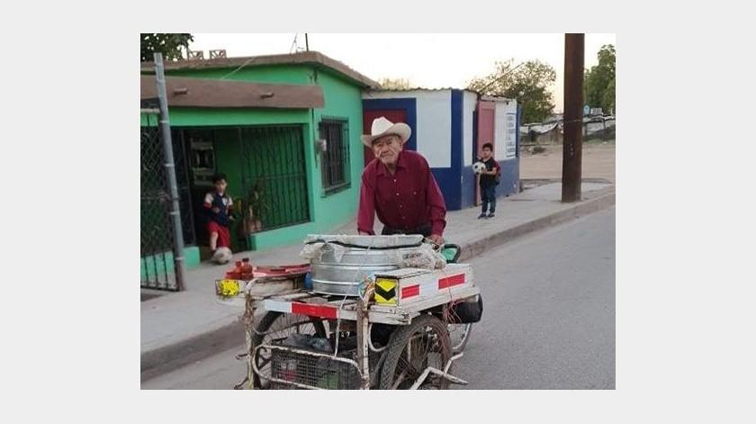 El comerciante Joaquín Mendívil se siente motivado tras las ventas que ha realizado en los últimos días.(Jesús Palomares)