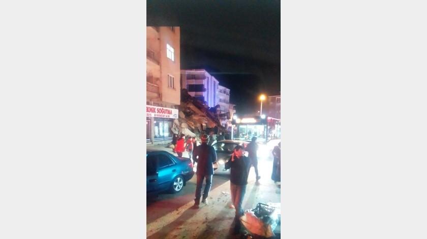 Al menos cuatro muertos tras terremoto en Turquía(@444syyh)