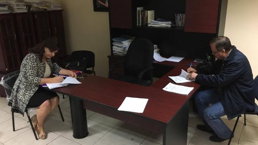 Además dentro del contrato colectivo se estableció el acuerdo de conformar una comisión mixta para atender cuestiones inherentes a la relación obrero-patronal.(Susana Arana)