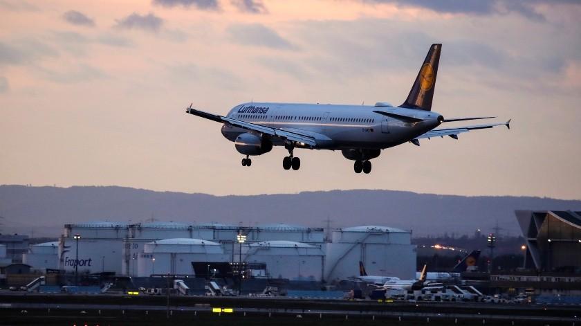 Los 20 aeropuertos incluidos en esa lista reciben en conjunto el 90 % de los pasajeros procedentes de China, el epicentro del virus.(EFE, EPA)