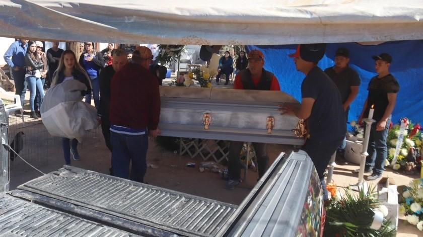 El cuerpo de Cristo Fernando, de 17 años, fue velado en Carbó.(Teodoro Borbón)