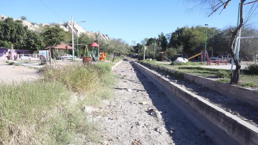 Desde este parque ubicado por la calle California y Providencia, en la colonia Hacienda de la Flor, avientan las piedras hacia los carros que pasan por el bulevar Serna.(Teodoro Borbón)