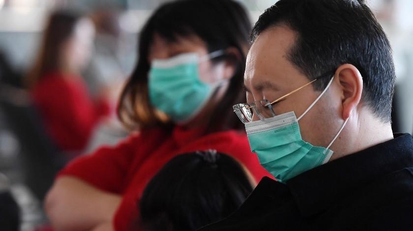 """Todos los empleados del aeropuerto disponen de medios de protección individual y se llevan a cabo """"labores de desinfección"""".(EFE)"""