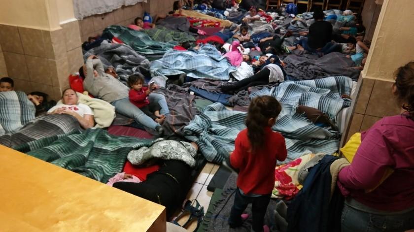 Por las bajas temperaturas que se registran en la ciudad, esta madrugada una familia de cinco migrantes fueron albergados en las instalaciones del Club de Leones .(Ilustrativa)
