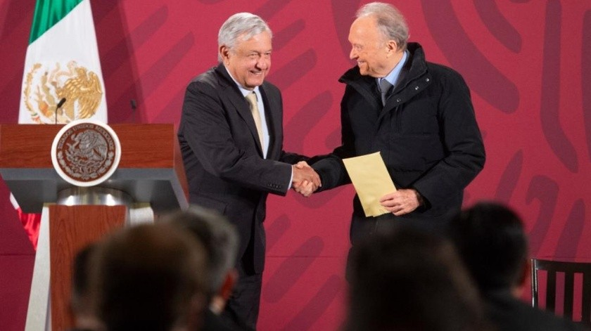 La FGR entregó a López Obrador la cantidad de 2 mil millones de pesos recuperados de un caso de corrupción.(Cortesía.)