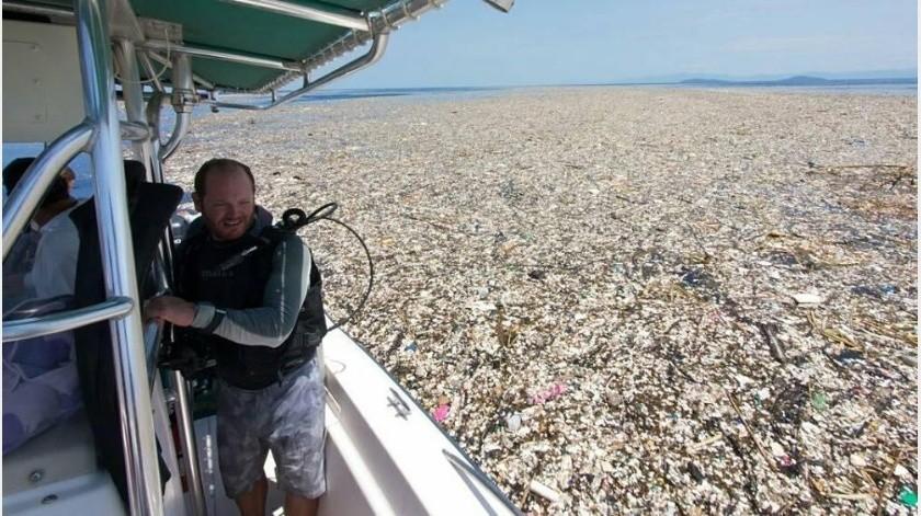 """Fotógrafo descubre terrible """"Mar de plástico"""" en isla del Caribe(meandmybucket)"""