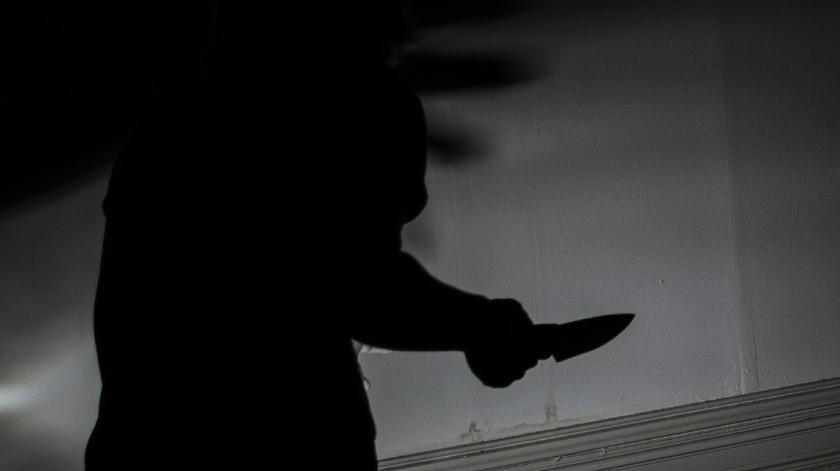El agresor contó que con un cuchillo de cocina le quitó la piel del rostro hasta las rodillas, pero antes le asestó cerca de cinco puñalada.(Pixabay)