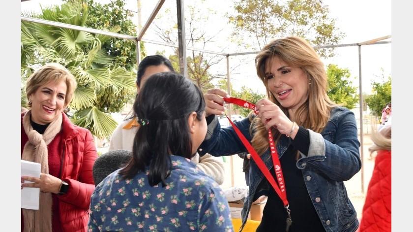 La gobernadora Claudia Pavlovich realizó ayer una gira por Benjamín Hill, Opodepe, Carbó y San Miguel de Horcasitas.(Especial)