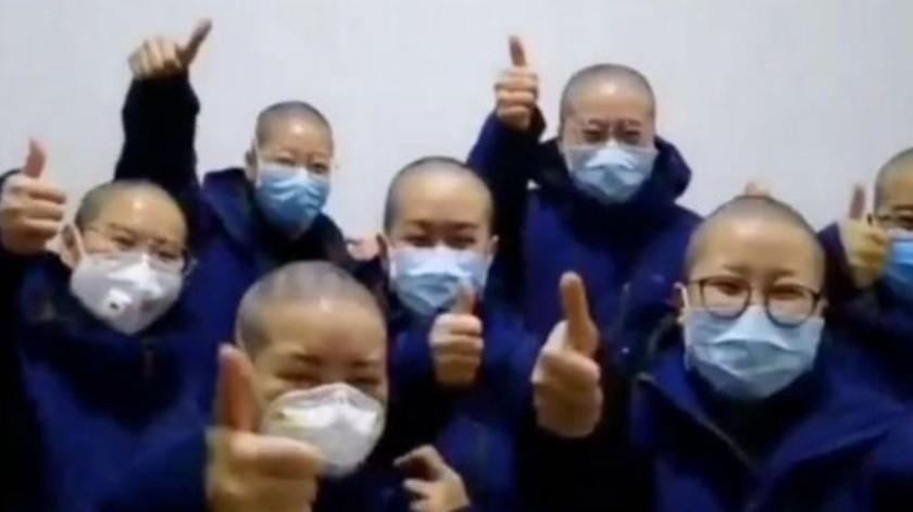 Con la cabeza completamente afeitada, se reduce de manera drástica las posibilidades de que el coronavirus se propague.(Xinhua News)