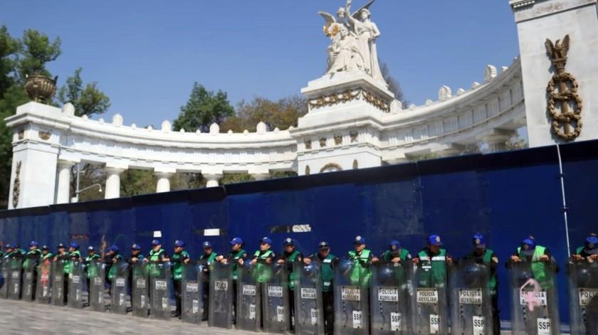 Ante la protesta feminista, autoridades protegieron el Hemiciclo a Juárez que en otras ocasiones ha sido vandalizado.(El Universal)