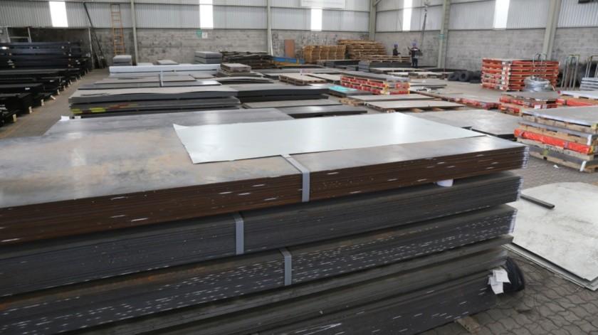 La producción de acero bruto en México cayó un 30 por ciento en volumen durante diciembre del 2019, para alcanzar su peor nivel de los últimos 4 años por la competencia china y el menor consumo, reveló la Alacero..(Agencia Reforma)