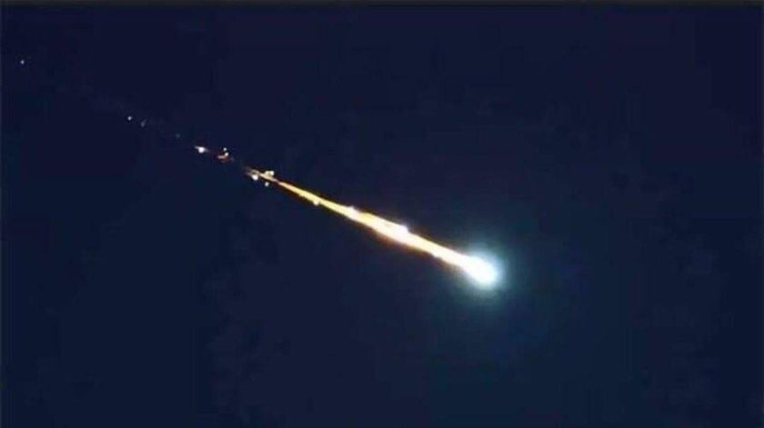 """Se cree en la probabilidad de que el aerolito, procedente del espacio exterior """"se destruyó en el aire"""".(Twitter)"""
