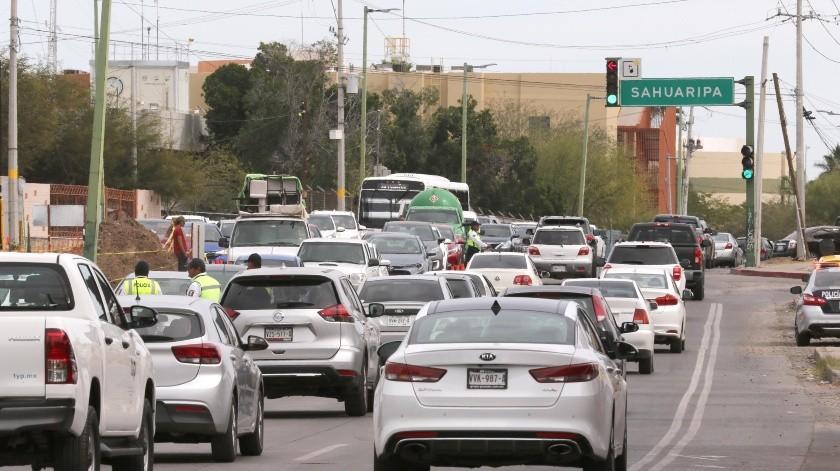 PACIENCIA... Si su ruta es por el bulevar Colosio tome en cuenta que a la altura de la calle Sahuaripa hay carriles cerrados por los trabajos de reparación; la autoridad sugiere tomar vías alternas.(Julián Ortega)