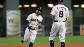 Con Altuve y Correa los Astros de Houston derrotan a los Diamondbacks de Arizona